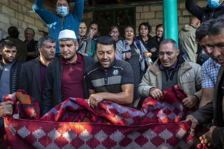 <p>ABD'nin Azerbaycan ile Ermenistan'ın üzerinde anlaştığını açıkladığı, Dağlık Karabağ'da insani amaçlı geçici ateşkes 26 Ekim'de yerel saatle 08.00'de yürürlüğe girmişti.</p>