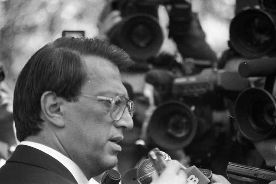 <p>Mesut Yılmaz ve eşi Berna Yılmaz, 39 yaşındaki oğlu Yavuz Yılmaz'ı kaybetmişti. Yavuz Yılmaz, Beykoz Konakları'ndaki evlerinde, anne ve babasının odasında kendini başından vurarak intihar etmesi ailede uzun süre unutamayacağı bir iz bıraktı.<br /> <br /> <em>Fotoğraf:Cumhurbaşkanı Demirel, ANAP Genel Başkanı Mesut Yılmaz'ı Çankaya Köşkü'nde kabul etti.</em></p>  <p></p>