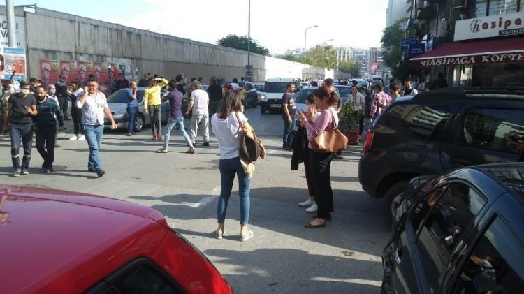 izmirde deprem sonrasi vatandaslar sokaklara dokuldu 1604060014 0476 w750 h421