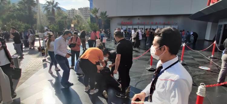 izmirde deprem sonrasi vatandaslar sokaklara dokuldu 1604060035 0998 w750 h343