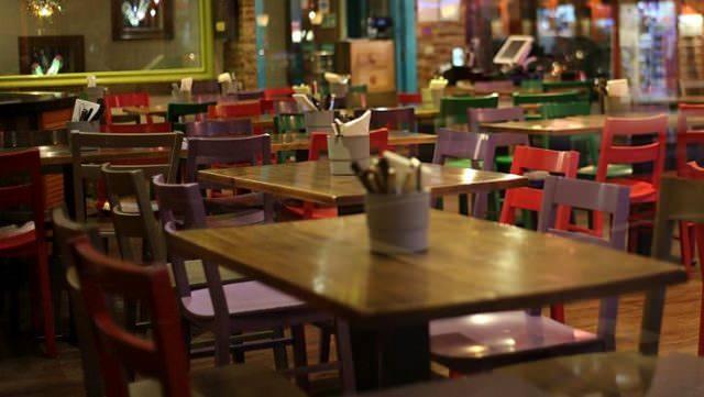 <p>Soru 9. Lokanta ve restoranlara yönelik getirilen kısıtlamalara oteller ve konaklama tesislerindeki lokanta veya restoranlar tabi midir?</p>  <p></p>