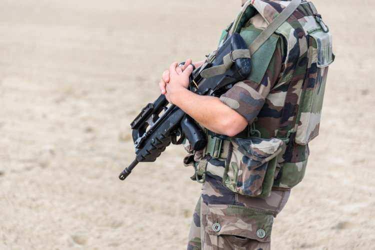 <p><strong>2. Fransa</strong></p>  <p>Toplam nüfus: 67,364,357<br /> <br /> Mevcut insan gücü: 30,111,868<br /> <br /> Toplam askeri personel: 388,635<br /> <br /> Aktif personel: 205,000<br /> <br /> Toplam hava gücü: 1,248<br /> <br /> Savaş tankları: 406<br /> <br /> Zırhlı Savaş Aracı: 6,300<br /> <br /> Toplam deniz varlıkları: 118<br /> <br /> Savunma bütçesi: 40,5 milyar dolar</p>