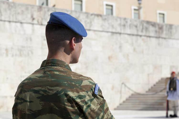 <p><strong>10. Yunanistan</strong></p>  <p>Toplam nüfus: 10,761,573<br /> <br /> Mevcut insan gücü: 4,993,347<br /> <br /> Toplam askeri personel: 360,500<br /> <br /> Aktif personel: 140,000<br /> <br /> Toplam hava gücü: 566<br /> <br /> Savaş tankları: 1,254<br /> <br /> Zırhlı Savaş Aracı: 2,550<br /> <br /> Toplam deniz varlıkları: 115<br /> <br /> Savunma bütçesi: 6,5 milyar dolar</p>