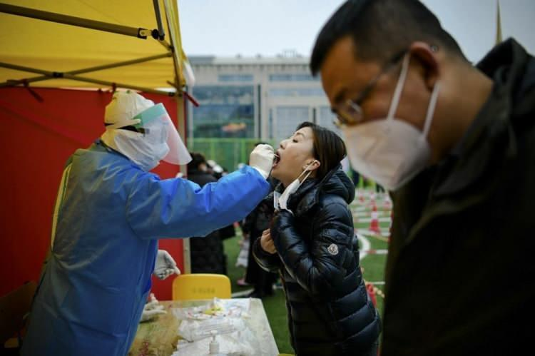 <p>Bazı ülkeler ayrıca virüsü yaymak için büyük potansiyele sahip grupları hedeflemek istiyor. Örneğin hapishaneler, dünya çapında enfeksiyon riskinin en yüksek olduğu noktalardan biri.</p>