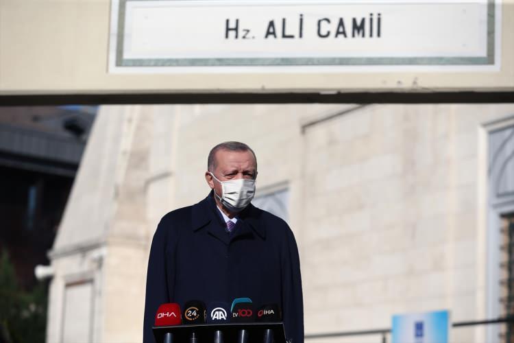 <p>Türkiye Cumhurbaşkanı Recep Tayyip Erdoğan, cuma namazını Hz. Ali Camisi'nde kıldı.</p>  <p></p>