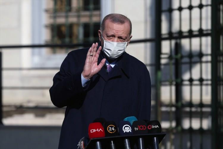 <p>Cumhurbaşkanı Erdoğan, Kısıklı'daki konutundan Üsküdar'daki Hz. Ali Camisi'ne geçti.</p>  <p></p>