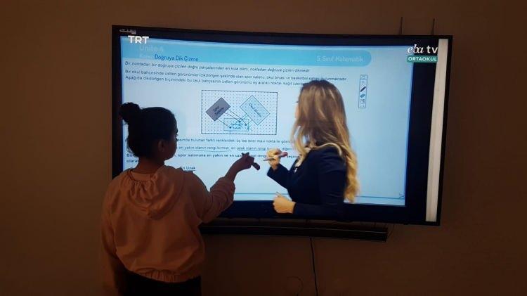 <p>Son dakika haberi: Milli Eğitim Bakanı Ziya Selçuk, uzaktan eğitim süreci içerisinde bulunan öğretmenler ve veliler dahil olmak üzere herkese teşekkür etti. Bazı illerimizde ise il hıffısıhha kurullarının değerlendirmeleri neticesinde uzaktan eğitimle ilgili kararlar alındı.</p>  <p></p>
