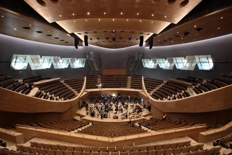 <p>3 ve 4 Aralık'ta dünyaca ünlü soprano Angela Gheorghiu ve dünyanın en iyi piyano ikilileri arasında gösterilen Güher ve Süher Pekinel kardeşleri Şef Cemi'i Can Deliorman yönetimindeki konserde ağırlayacak Cumhurbaşkanlığı Senfoni Orkestrası, ailesine bu yıl yeni katılan sanatçılarla ilk kez müzikseverlerin karşısına çıkacak.</p>  <p></p>