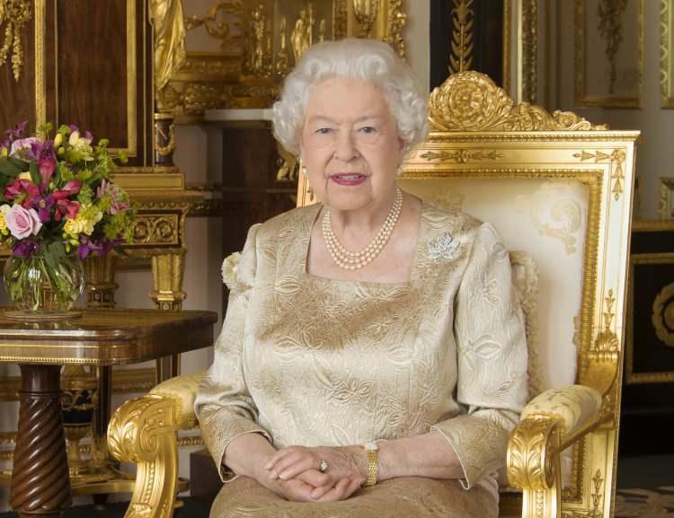 Kraliçe Elizabeth'in çalışanından hırsızlık itirafı! Saraydan çalıp sosyal medyada sattı