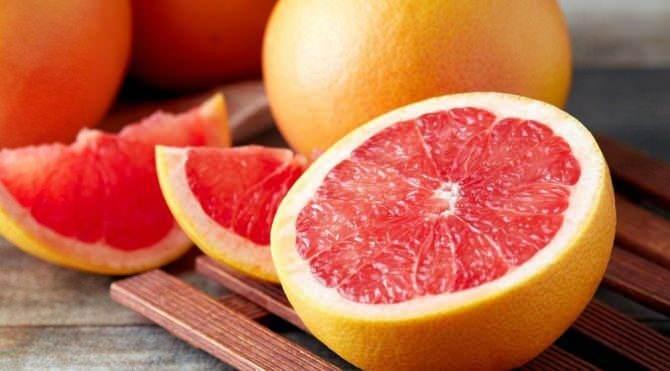 <p><strong>Greyfurt</strong>: Yüksek orandaki vitamin içeriğiyle gribal enfeksiyonlarla savaşmamızda yardımcı olacak greyfurtun bir adedindeki C vitamini miktarı bir kilo portakaldaki miktar ile aynıdır.</p>  <p></p>