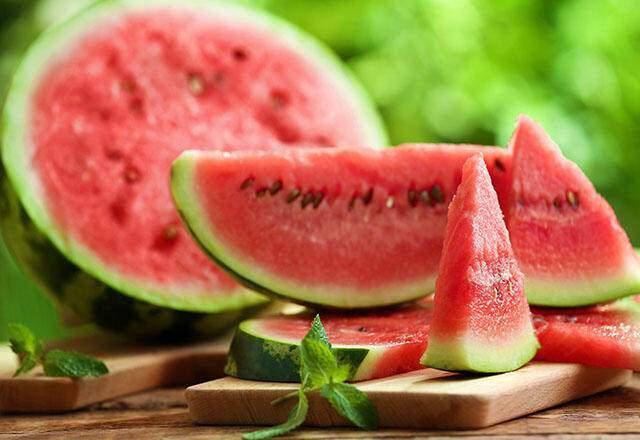 <p><strong>Karpuz</strong><br /> <br /> iyi bir beta karoten kaynağı olan bu meyveleri tüketmek bağışıklık sisteminizin güçlenmesinde oldukça etkilidir.</p>