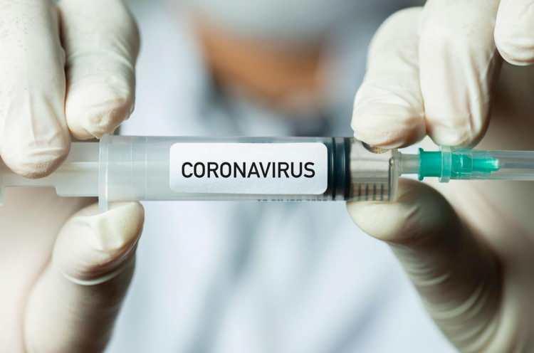 <p>Aynı zamanda söz konusu değişikliklerin, daha önce corona virüsün farklı bir suşuyla enfekte olmuş kişilerin de bağışıklık kazanmasını engelleyeceğinden korkuluyor. (Bir bakteri veya virüsun farklı alttürlerinin, aralarında genetik farklılıklar bulunan gruplarına ¨suş¨ deniliyor.)</p>