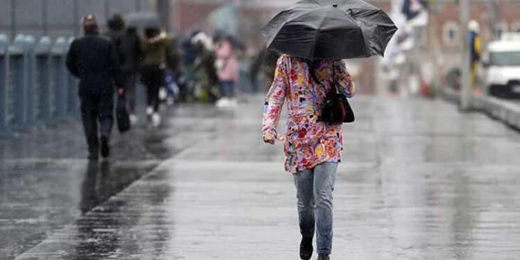 <p><strong>YAĞIŞLI HAVA GELİYOR</strong></p>  <p>Yarından itibaren kuzey ve batı bölgelerde yağmur ve sağanak yağış şeklinde görülecek olan yağışların, Çarşamba gününden itibaren Balkanlar üzerinden gelen soğuk ve yağışlı havayla birlikte ülke genelinde yayılması, iç kesimlerde karla karışık yağmur vekar yağışışeklinde görülmesi bekleniyor.</p>