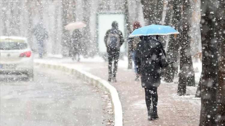 <p>Ankara'da perşembe günü etkili olması beklenen kar yağışının önümüzdeki haftaya kadar etkili olacağı belirtildi.</p>