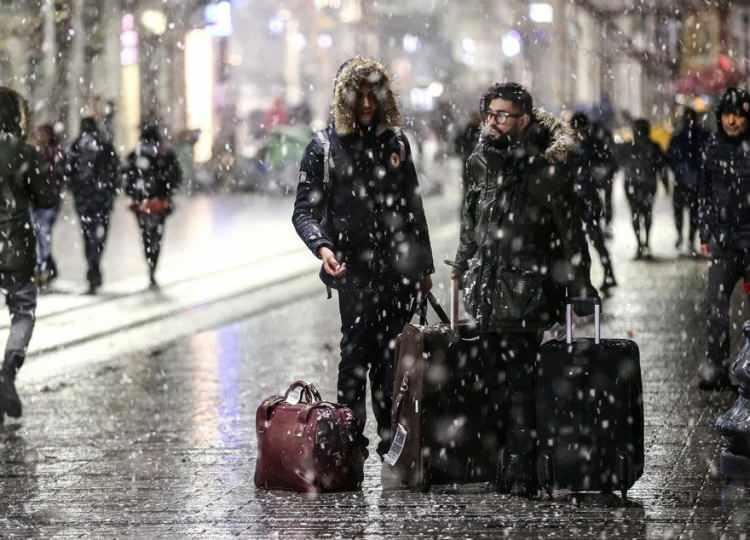 <p>MeteorolojiGenel Müdürlüğü'nün tahminlerine göre Türkiye, yarından itibaren Orta Akdeniz üzerinden gelen ılık ve yağışlı hava kütlesinin etkisi altına girecek.</p>  <p></p>