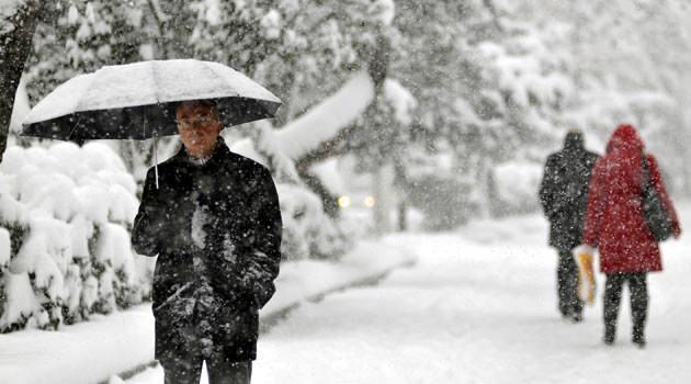 <p>Bu sabah ve gece saatlerinde doğu kesimlerde buzlanma ve don olayı ile birlikte, iç ve doğu kesimlerde yer yer pus ve sis olayı bekleniyor.</p>