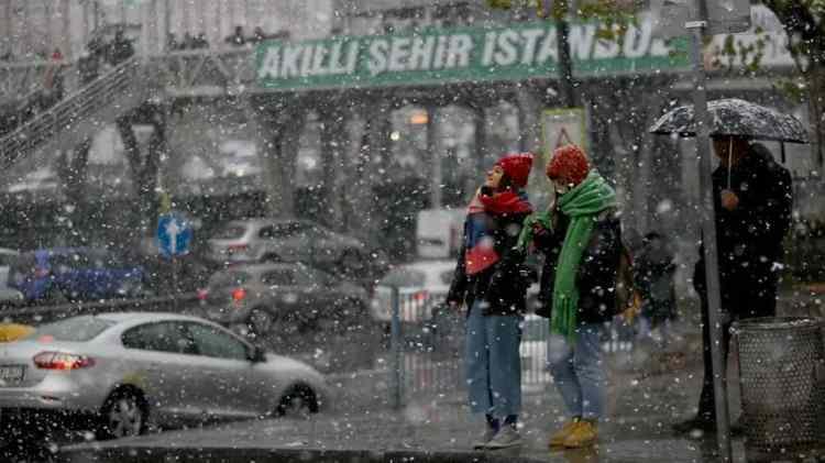 <p>Yağışların; Kırklareli, Tekirdağ, İstanbul, Çanakkale, Yalova ve Kocaeli çevreleri ile Balıkesir'in kuzey ve batı ilçelerinde yer yer kuvvetli olması bekleniyor.</p>