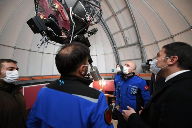 """<p>Türksat 5B uydusunun imalatlarının tamamlandığını bildiren Bakan Karaismailoğlu, uydunun şu anda testlerinin yapıldığını aktararak, """"Haziran 2021 gibi 5B'yi de fırlatmayı planlıyoruz.</p>"""