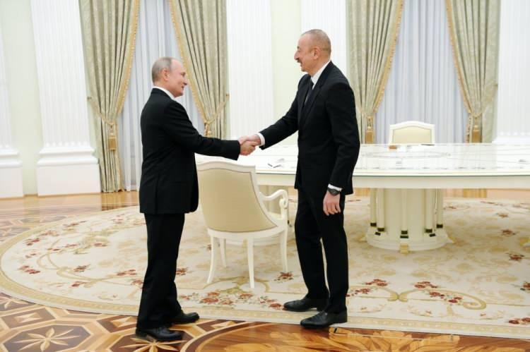"""<p><strong>ALİYEV: DAĞLIK KARABAĞ SORUNU GERİDE KALDI</strong></p>  <p>İlham Aliyev ise, """"Bütün bunlar, Vladimir Putin'in bir zamanlar söylediği gibi, Dağlık Karabağ sorununun geçmişte kaldığını ve gelecek hakkında düşünmemiz gerektiğini gösteriyor"""" dedi.</p>"""