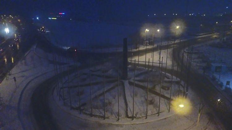 <p>İstanbul'da etkili olan kar yağışıyla birlikte kentin birçok noktası beyaza büründü.</p>