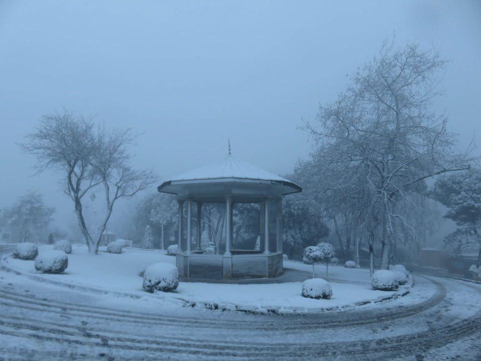 <p>ÇAMLICA</p>  <p>İstanbul'da sabah saatlerinden itibaren etkisini arttıran kar yağışı sonrasında Anadolu yakasının yüksek kesimlerinden olan Çamlıca Tepesi beyaza büründü.</p>