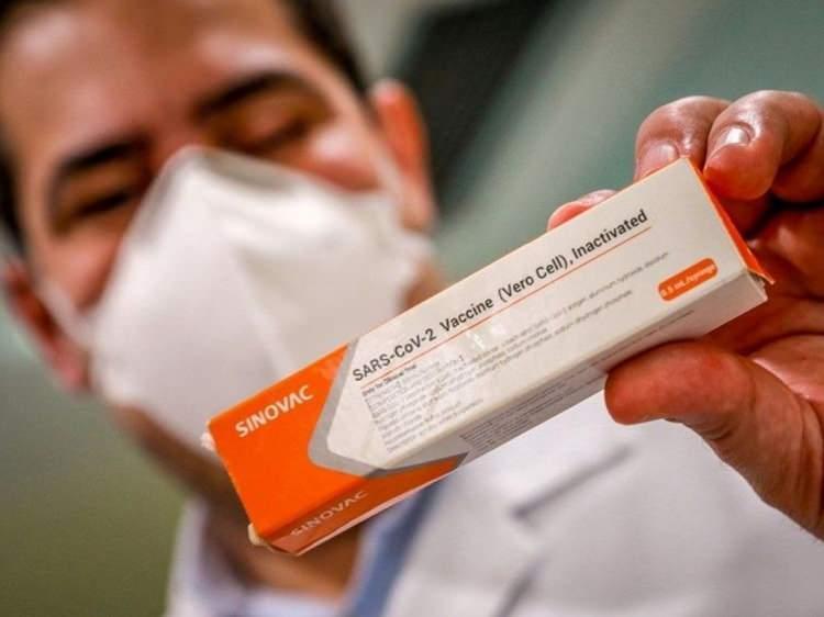<p><strong>YÜZDE 50'DEN FAZLA ETKİNLİK GÖSTERMESİ YETİYOR</strong></p>  <p>Küresel sağlık otoriteleri, bir aşının pandemi döneminde güvenle kullanılabilmesi için, yüzde 50'nin üzerinde etkinlik göstermesini yeterli buluyor.</p>  <p><strong>KAYNAK: HABER7</strong></p>