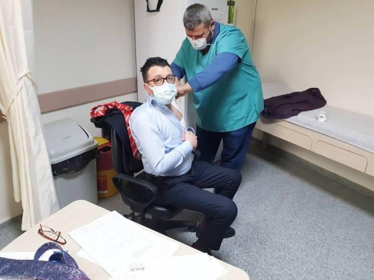 <p>Koronavirüs aşısının uygulamaları yurt genelinde sağlık çalışanları ve risk grubundaki vatandaşlar için başladı.</p>  <p></p>
