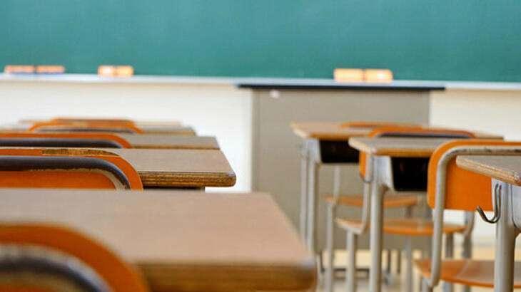 """<p><span style=""""color:#FF8C00""""><strong>PANSİYONLAR DA AÇILIYOR</strong></span></p>  <p>Resmi okullardaki kurslara devam etmek isteyen öğrencilerden barınma ihtiyacı olanlar, salgınla ilgili tedbirlerin alınması kaydıyla valiliklerce belirlenecek okul pansiyonlarında kalabilecek. Özel okulların takviye kursları ile özel öğretim kurslarına devam etmek isteyen öğrencilerden barınma ihtiyacı olanlar ise özel barınma hizmeti veren yurt ve pansiyonlarda kalabilecek. Kurslarda, koronavirüse karşı maske, fiziki mesafe gibi kurallara titizlikle uyulacak..</p>"""