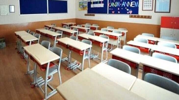 """<p><span style=""""color:#FF8C00""""><strong>TATİL SÜRESİ ARTTI</strong></span><br /> <br /> Toplam 18 milyon 241 bin 881 öğrenci ve 1 milyon 117 bin 686 öğretmen üç haftalık tatile girecek. İkinci dönemin 15 Şubat Pazartesi günü yüz yüze başlaması planlanıyor.</p>"""