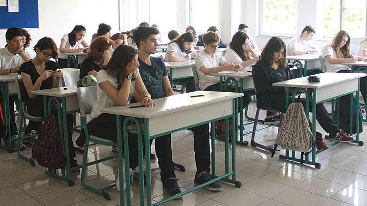 <p>Kısıtlamaların ise ancak Şubat ayından sonra gevşetilmeye başlanabileceğini söyleyen Bilim Kurulu Üyesi Prof. Dr. Serap Şimşek Yavuz, öncelikli hedeflerinin okulların açılmasının olduğunu dile getirdi.</p>