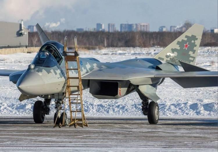 <p><strong>2021'DE 4 UÇAK DAHA RUS ORDUSUNA KATILACAK</strong></p>  <p>Rostec'in CEO'su Sergey Chemezov, 7 Aralık'ta yaptığı bir açıklamada, ilk seri üretim Su-57'nin 2020'nin sonunda orduya teslim edileceğini açıklamıştı. TASS'a konuşan askeri kaynak, 2021'de 4 jetin daha orduya katılacağını aktardı.</p>