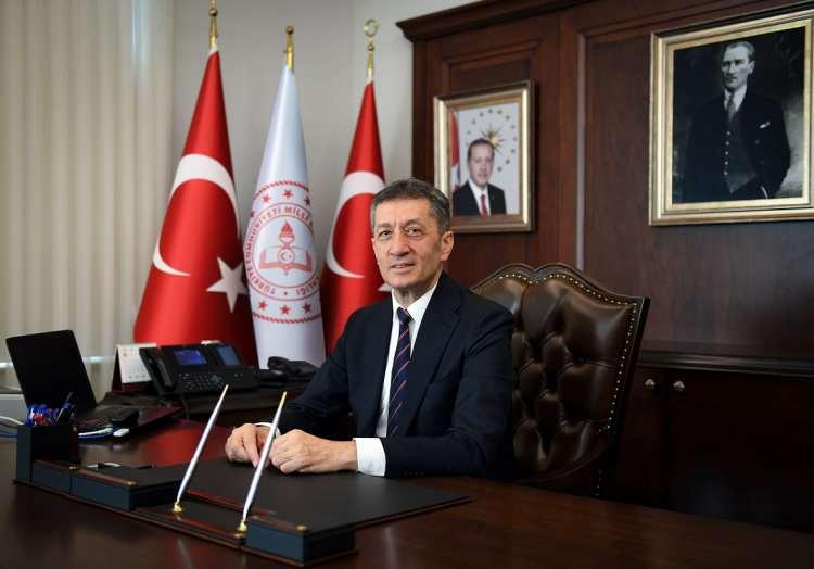 <p>CNN Türk muhabiri Duygu Ayaz Bayram'ın edindiği bilgilere göre; Dün gerçekleşen Bilim Kurulu toplantısında okulların açılmasından, normalleşme adımlarına kadar birçok önemli konu değerlendirildi.</p>