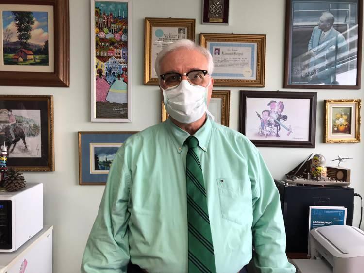 <p><strong>AŞI KONUSUNDA UYARDI</strong></p>  <p>Prof. Dr. Özlü, birinci doz aşı olanları kurallara uyma konusunda dikkatli davranması gerektiğini, asıl korumanın aşının ikin dozunun üzerinden iki hafta geçmesiyle sağlanacağını söyledi.</p>