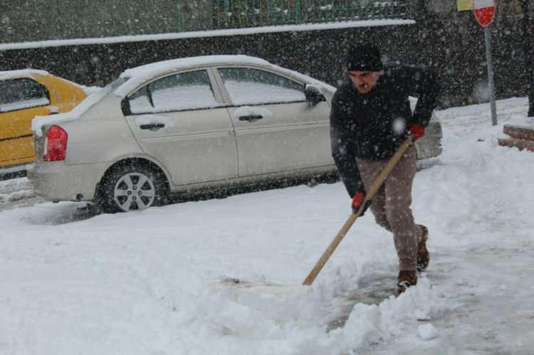 Türkiye'ye bir kar uyarısı da yurt dışından! İnanılmaz! Türkiye'ye doğru ilerliyor