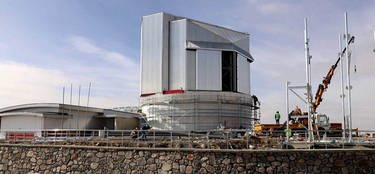 <p>DÜNYADA, SINIFINDA TEK</p>  <p>Türkiye'de en büyük olacak ve tek parça aynanın bulunacağı teleskop ile sönüklük anlamında gözlemlenmeyecek gök cisminin yok denecek kadar az olduğu belirtiliyor.</p>