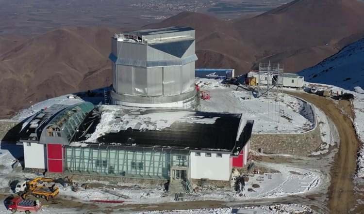 <p>Coğrafik ve stratejik olarak da bulunulan enlem ve boylamda bu çapta teleskop olmadığı için büyük gözlemsel boşluk da doldurulacak.</p>