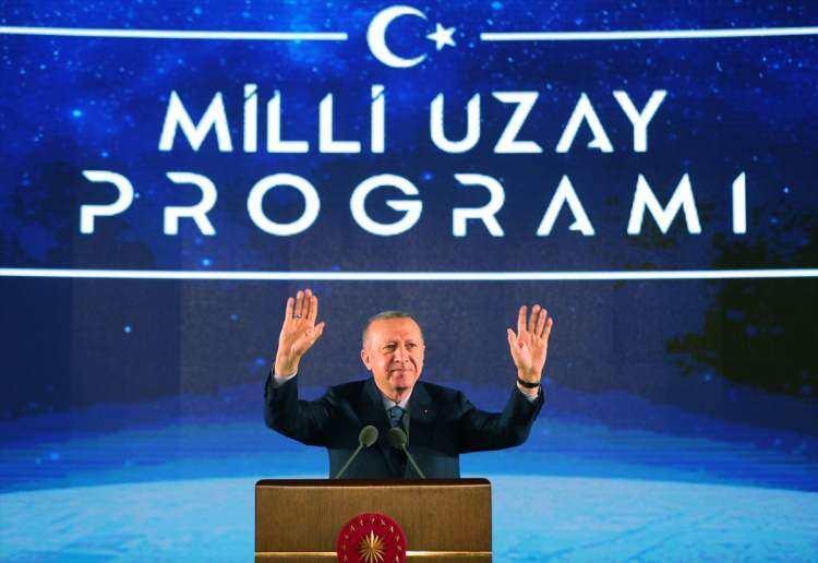 <p>Erzurum'daki 3 bin 170 rakımlı Konaklı Karakaya Tepeleri'nde, 2012 yılında yapımına başlanan DAG'ın büyük bölümü tamamlandı. Türkiye'nin 2023 vizyon projeleri arasında yer alan DAG ile ilgili Cumhurbaşkanı Erdoğan, Milli Uzay Tanıtım Programı'nda yaptığı konuşmada değerlendirmede bulundu.</p>