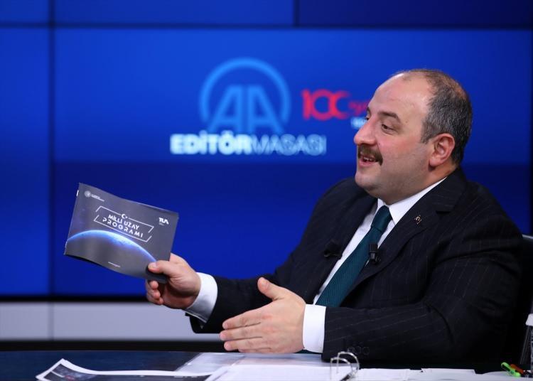 <p>BAKAN VARANK: DÜNYANIN EN ÖNEMLİ UZAY MERKEZLERİNDEN OLACAK</p>  <p>Geçen yıl 23 Ekim'de Doğu Anadolu Gözlemevi'nde incelemelerde bulunan Sanayi ve Teknoloji Bakanı Mustafa Varank, DAG'ın sadece Türkiye'nin değil bölgenin hatta dünyanın önemli uzay gözlem merkezlerinden biri olacağını açıklamıştı.</p>
