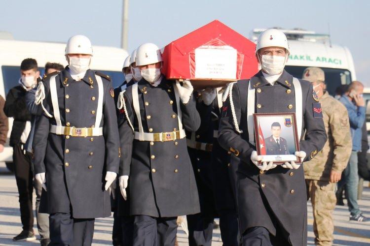 <p>Irak'ın kuzeyindeki Gara bölgesinde terör örgütü PKK tarafından şehit edilen 13 vatandaştan Astsubay Çavuş Semih Özbey, memleketi Malatya'da düzenlenen törenle toprağa verildi.<br /> </p>