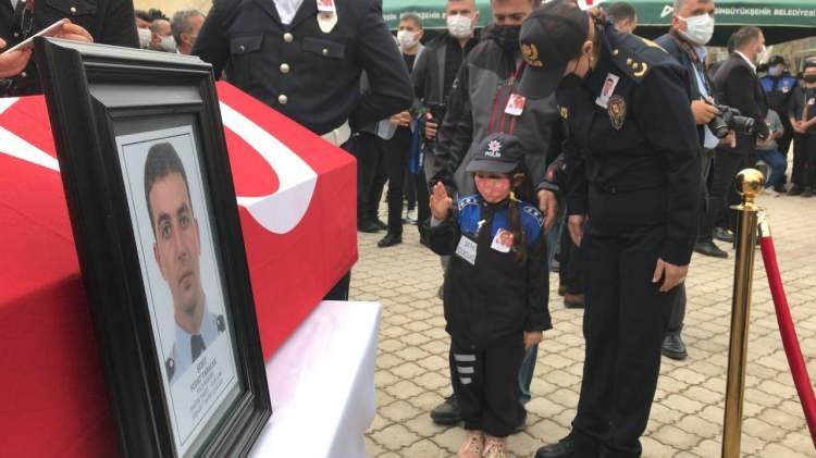 <p>Şanlıurfa Emniyet Müdürlüğü kadrosunda görevli polis memuru Sedat Yabalak, kayınbabasını ziyarete gittiği Erzurum'dan görev yeri olan Şanlıurfa'ya dönerken, 28 Temmuz 2015 yılında Lice-Diyarbakır karayolu üzerinde eşi Burcu Yabalak ve 3 çocuğunun gözleri önünde PKK tarafından kaçırılmıştı.</p>