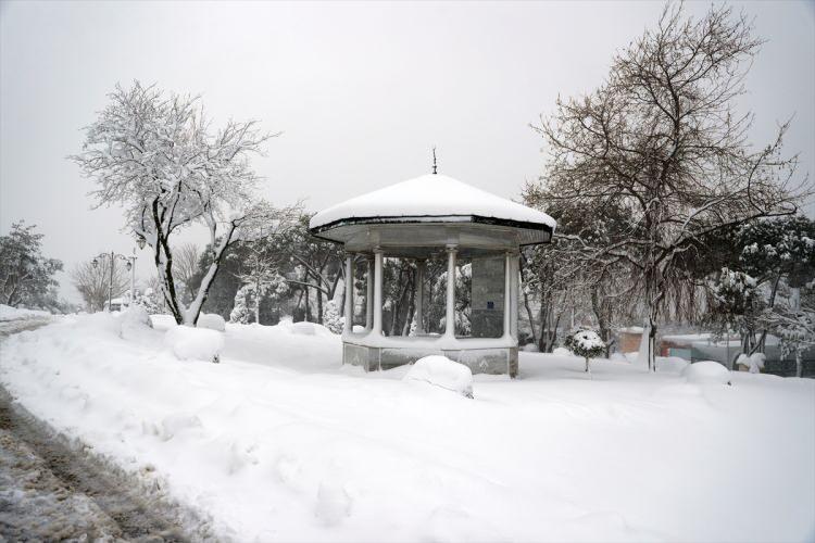 <p>İstanbul'da kar yağışı Üsküdar'ın yüksek kesimlerinde etkili oldu. Objektiflere ise bu güzel görüntüler yansıdı...</p>  <p></p>