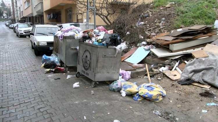 <p>Toplu sözleşme hakları için basın açıklaması yapan Bakırköy Belediyesi işçilerinin eylemine katılmak isteyen Belediye Başkanı Bülent Kerimoğlu, işçiler tarafından ıslık ve alkışlarla protesto edildi. Tepkilerin ardından Kerimoğlu, eylem alanından hızla uzaklaşmak zorunda kaldı.</p>