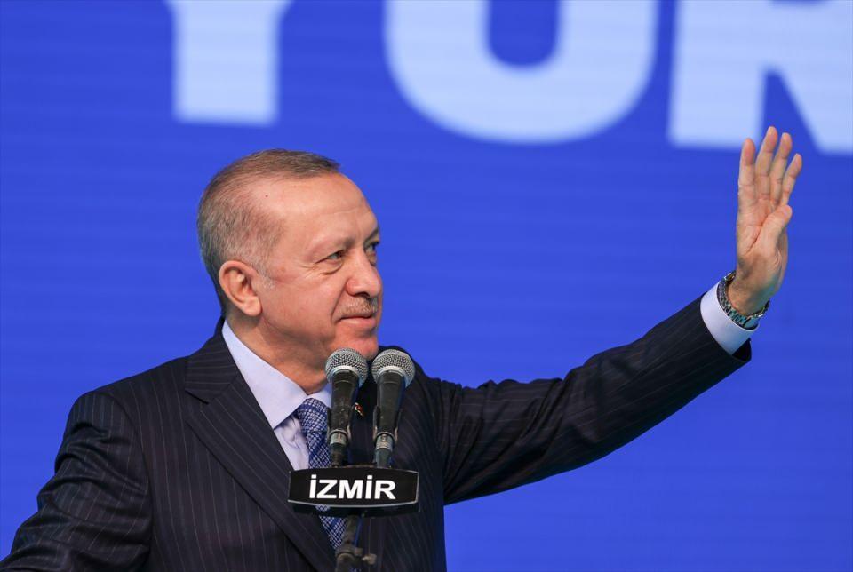 <p>Türkiye Cumhurbaşkanı ve AK Parti Genel Başkanı Recep Tayyip Erdoğan, partisinin Halkapınar Spor Salonu'nda düzenlenen AK Parti İzmir 7. Olağan İl Kongresi'ne katıldı.</p>  <p></p>