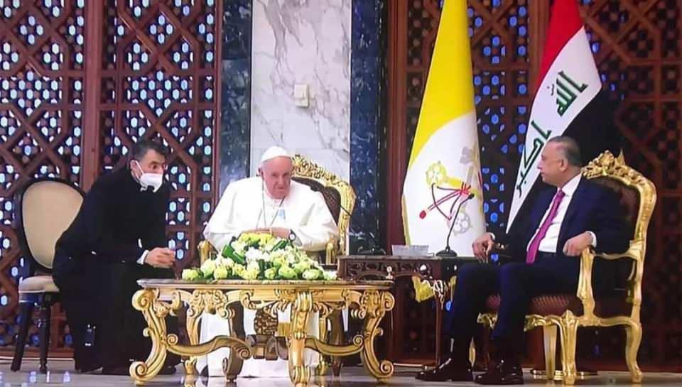 <p>Katoliklerin ruhani lideri ve Vatikan Devlet Başkanı Papa Francis'u taşıyan uçak Irak'ın başkenti Bağdat'a indi. Papa için havalimanında resmi bir karşılama töreni düzenlendi.</p>