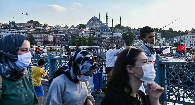 <p>İstanbul ise yüksek riskli grupta yer alırken, megakentte yaşayanlar alınan normalleşme kararları sonrası neleri yapmanın serbest nelerin yasak olduğunu araştırmaya başladı. İşte İstanbulluların merak ettiği sorunun yanıtı.</p>  <p></p>