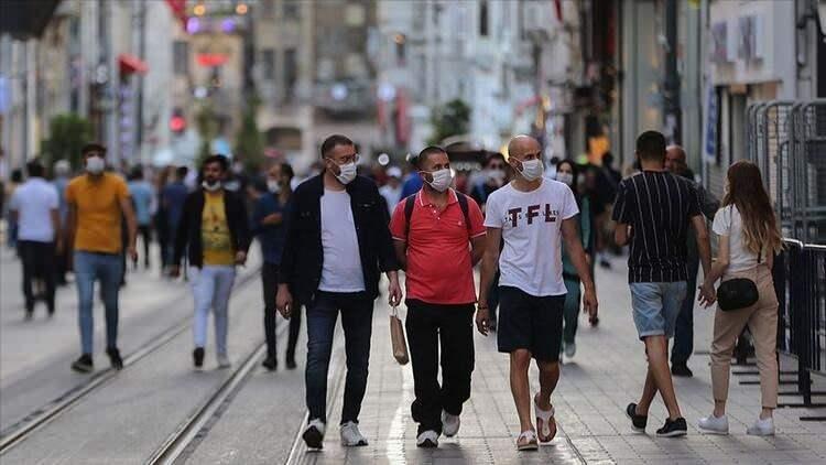 <p><strong>HAFTA İÇİ GECE SOKAĞA ÇIKMAK YASAK<br /> </strong><br /> İstanbul'da haftanın her günü saat 21.00 ile 05.00 saatleri arasında sokağa çıkmak yasak.</p>