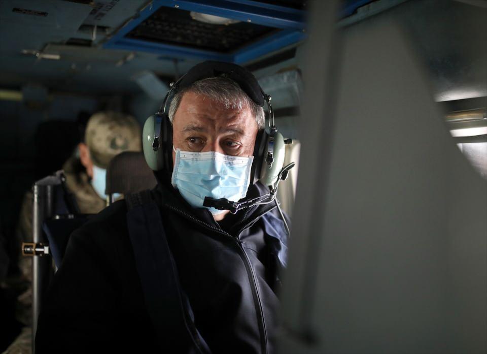 <p>Mavi Vatan 2021 Tatbikatı'nın Seçkin Gözlemci Günü faaliyeti, Milli Savunma Bakanı Hulusi Akar ve beraberindeki TSK komuta kademesinin Ege Denizi açıklarındaki TCG Oruçreis'e helikopterle inlemelerinin ardından başladı.</p>  <p></p>