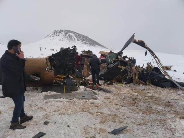 <p>Bingöl'den havalanan askeri helikopter Bitlis'in Tatvan ilçesine gitmek üzereyken kaza kırıma uğradı. 10 askerimizin ve 8'inci Kolordu Komutanı Korgeneral Osman Erbaş'ın da şehit olduğu kazada, evlatlarımızın kimlikleri belli oldu.</p>