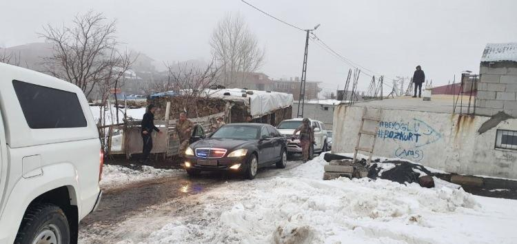 <p>Bingöl'den Bitlis'in Tatvan ilçesine gitmek üzere bugün saat 13.55'te kalkan Kara Kuvvetleri Komutanlığı'na ait Cougar tipi helikopter ile saat 14.25'te irtibat kesildi. Bölgede İHA, CN-235 uçağı ve bir helikopter ile arama çalışmaları başlatıldı. Arama çalışmaları sonucunda helikopterin kaza kırıma uğradığı tespit edildi.</p>