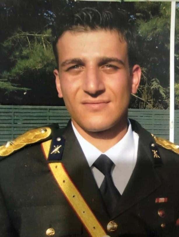 <p>KURMAY YÜZBAŞI DA ŞEHİT DÜŞTÜ<br /> Kaza kırıma uğrayan helikopterde 36 yaşındaki Kurmay Pilot Yüzbaşı Tayfun Kureş de şehit düştü. Şehitlerden Kurmay Pilot Yüzbaşı Tayfun Kureş'in Trabzon'un Of ilçesi nüfusuna kayıtlı olduğu öğrenildi. Evli ve 1 erkek çocuk babası olan Kureş'in acı haberi memleketi Trabzon'u hüzne boğdu. Şehit Yüzbaşı Kureş'in naaşının ailesinin yaşadığı Ankara'da toprağa verileceği belirtildi.</p>